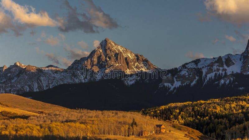 Vista del soporte Sneffels y San Juan Mountains fuera de Ridgway, foto de archivo libre de regalías
