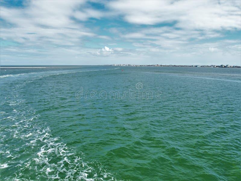Vista del suono di Pamlico dal Hatteras al traghetto di Ocracoke fotografia stock libera da diritti