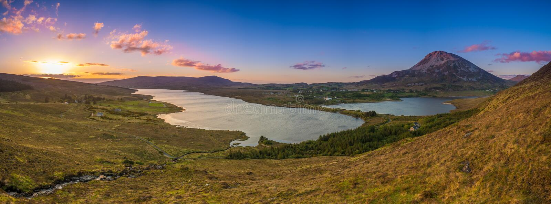 Vista del supporto Errigal, il Donegal, Irlanda fotografie stock libere da diritti