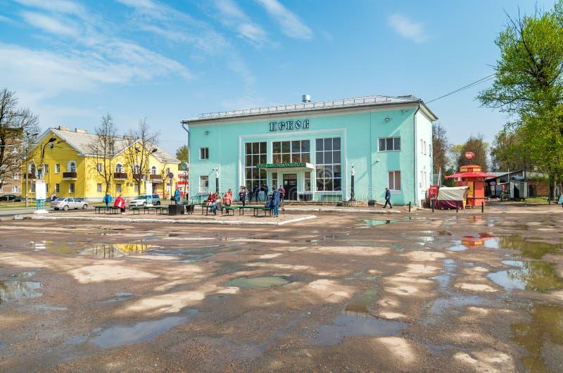 Vista del término de autobuses en Pskov, Federación Rusa fotografía de archivo libre de regalías