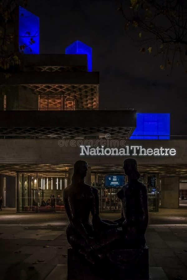 Vista del teatro nazionale reale, Londra di notte fotografie stock