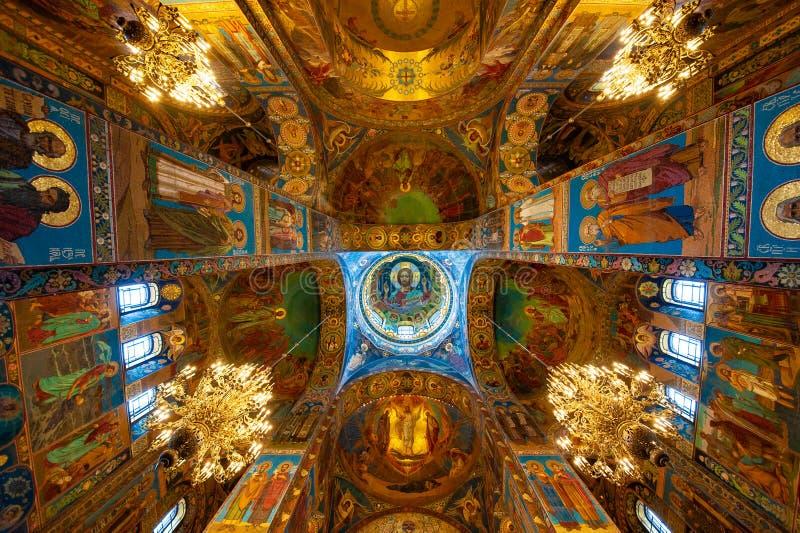 Vista del techo en la catedral fotos de archivo