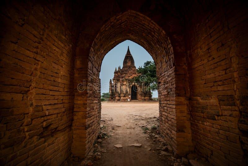 Vista del tempio antico di vecchio bagan, Bagan, Myanmar fotografia stock