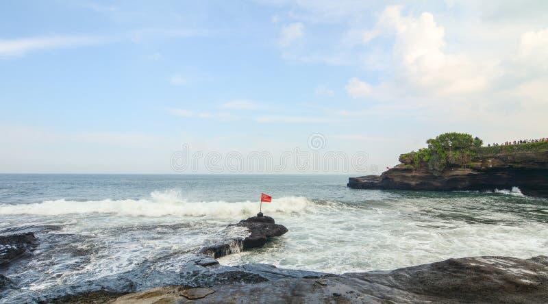 Vista del tempio vicino del lotto di Tanah del mare in Bali, Indonesia immagini stock