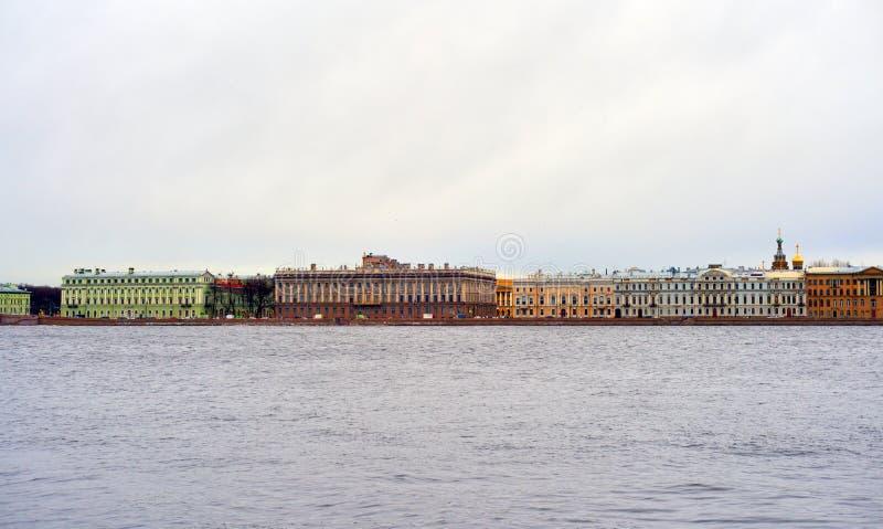 Vista del terraplén del palacio fotografía de archivo libre de regalías
