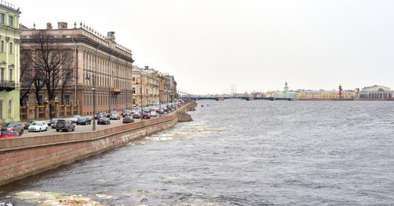 Vista del terraplén del palacio fotos de archivo libres de regalías