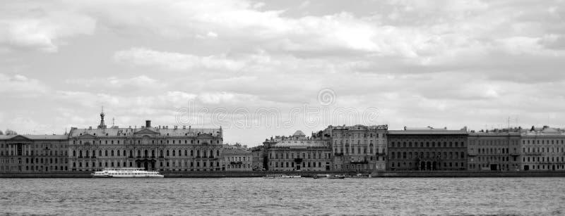 Vista del terraplén del palacio imagenes de archivo