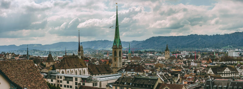 Vista del tetto di vista della città della Svizzera della città di Zurigo vecchia immagine stock libera da diritti