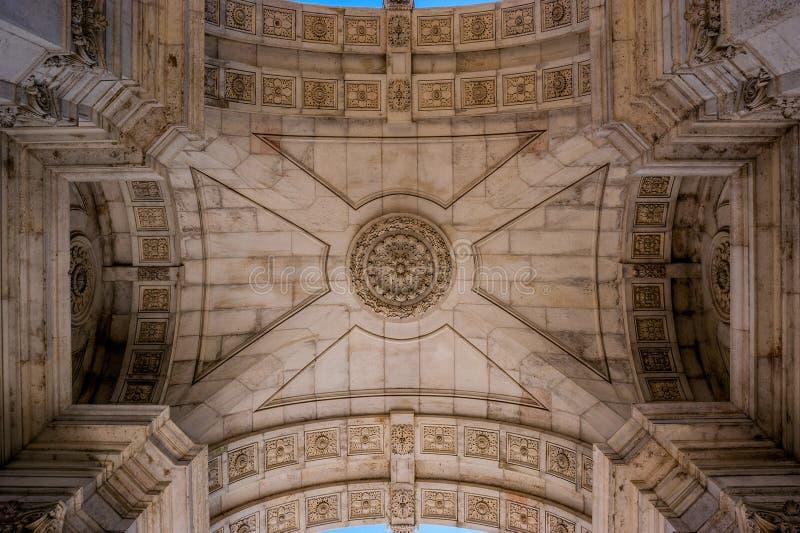 Vista del tetto interno dell 39 arco trionfale a lisbona for Interno delle piantagioni del sud