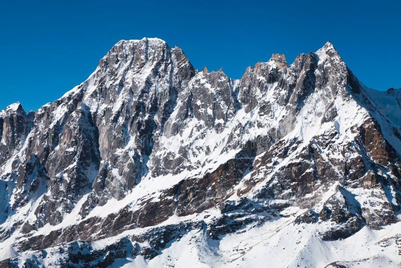Vista del top del monte Everest de Kala Patthar, manera al campo bajo del monte Everest, valle del khumbu - Nepal fotografía de archivo