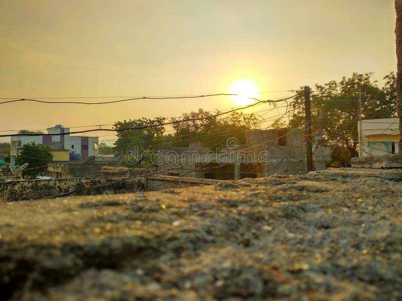 Vista del tramonto al villaggio fotografia stock libera da diritti