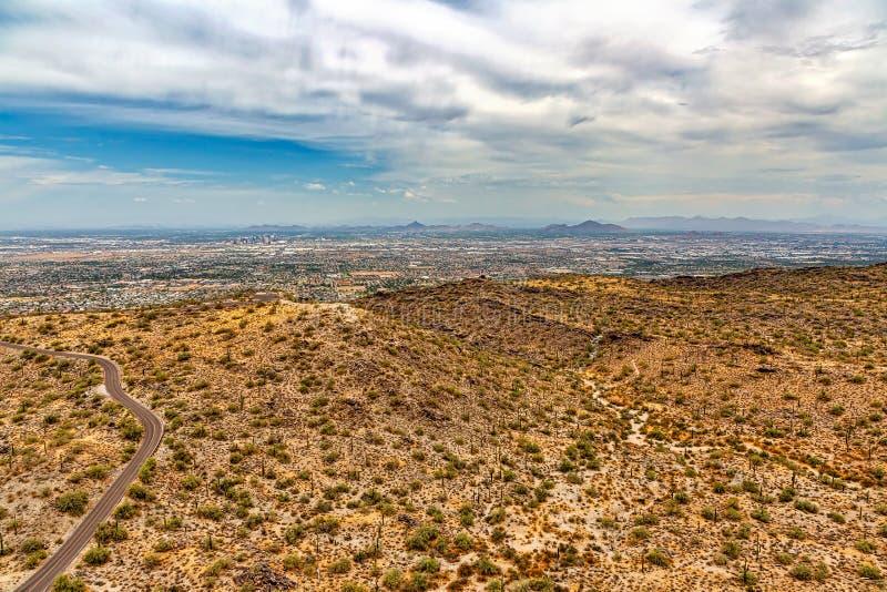 Vista del valle de la montaña del sur fotos de archivo