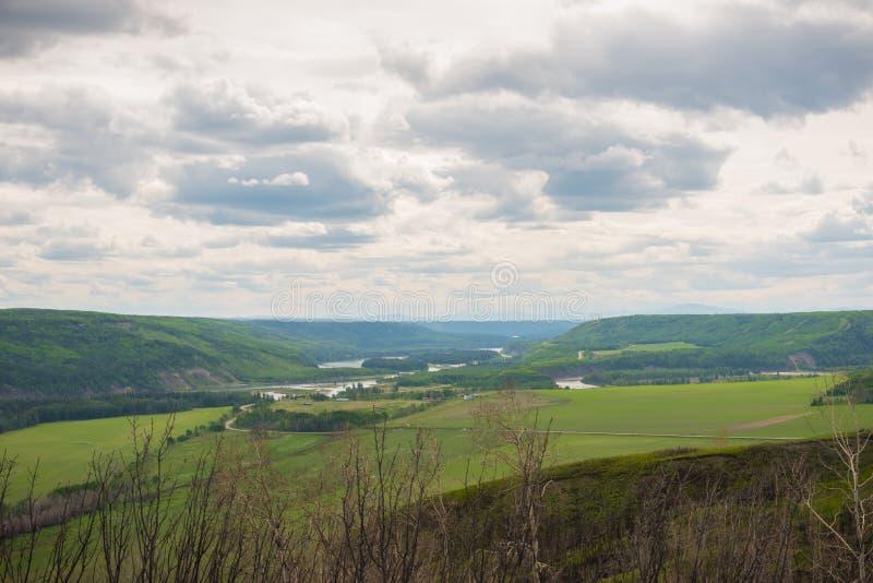 Vista del valle de Peace River del puesto de observación de Peace River cerca del fuerte St John foto de archivo