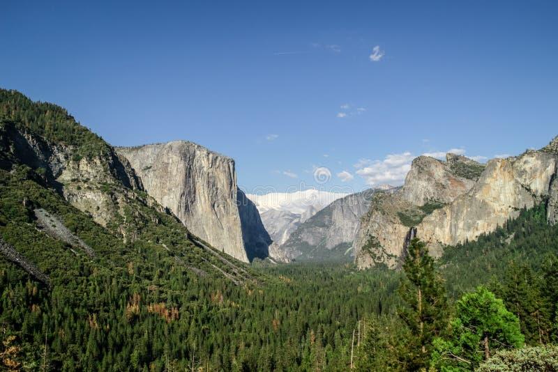 Vista del valle de Yosemite en el parque nacional de Yosemite, California, los E.E.U.U. imágenes de archivo libres de regalías
