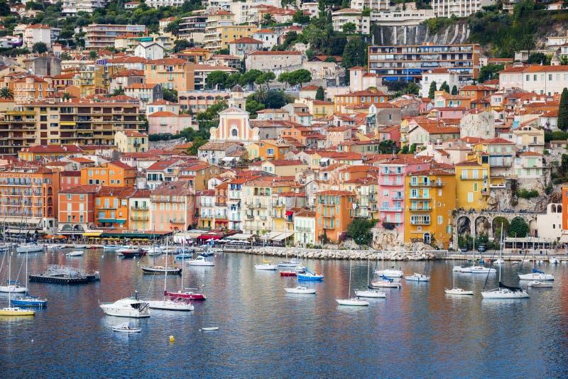Vista del Villefranche-sur-Mer su Riviera francese immagini stock libere da diritti