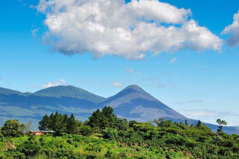 Vista del volcán de Izalco, El Salvador imagenes de archivo
