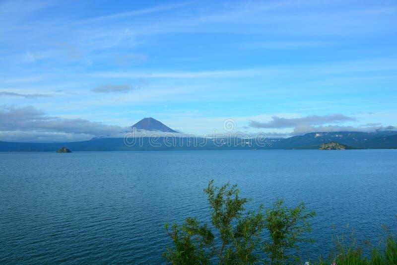 Vista del volcán de Kuril imágenes de archivo libres de regalías