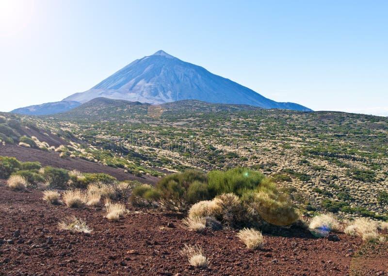 Vista del volcán en desierto imagen de archivo
