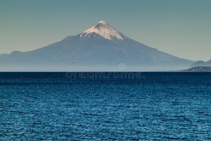 Vista del vulcano dell'Osorno fotografia stock libera da diritti