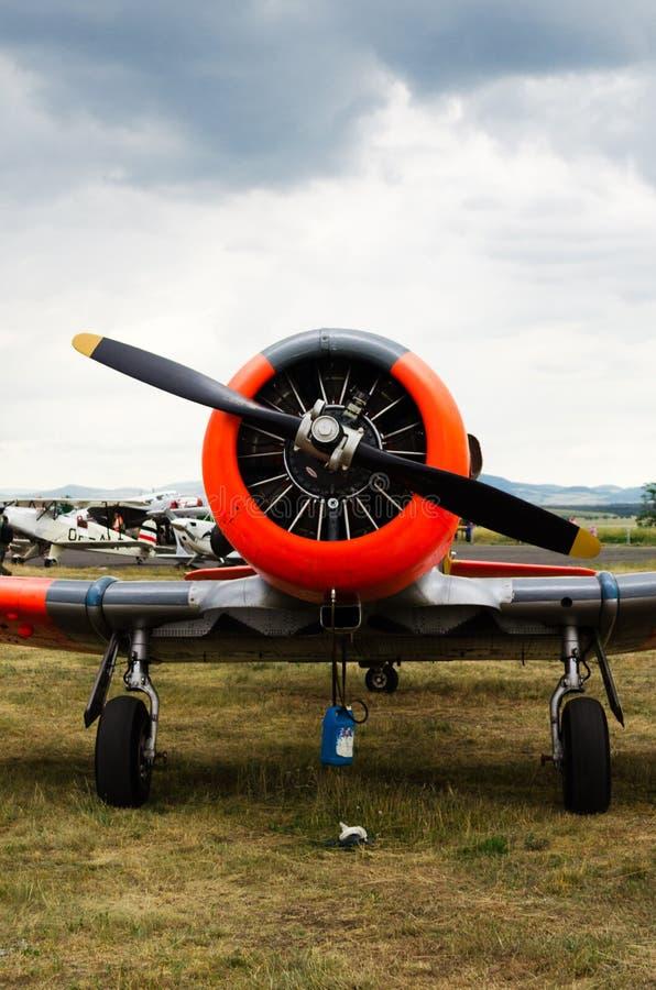Vista delantera al aeroplano histórico T6 Harvard fotografía de archivo