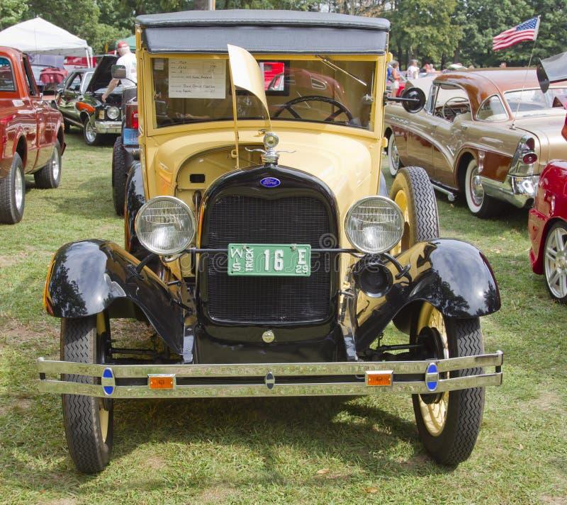 Vista delantera amarilla del modelo A de 1929 Ford imagen de archivo libre de regalías