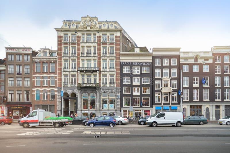 Vista delantera de edificios tradicionales en Amsterdam imágenes de archivo libres de regalías