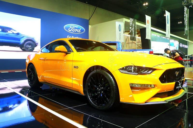 Vista delantera de Ford Mustang amarillo BULLITT 5 0 exhibido durante Kuala Lumpur imagen de archivo