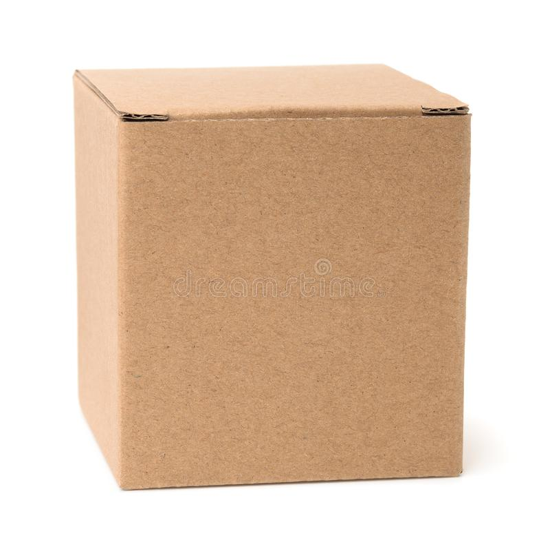 Vista delantera de la caja de cartón marrón en blanco fotos de archivo libres de regalías