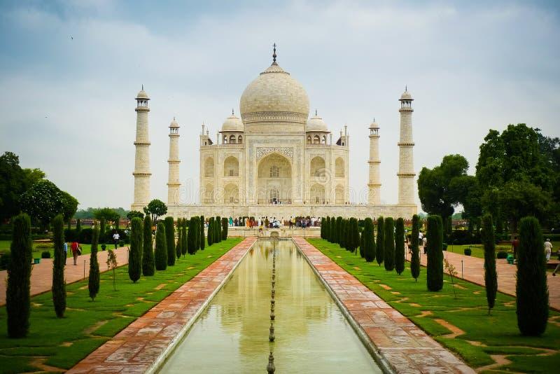 Vista delantera de Taj Mahal imagen de archivo libre de regalías