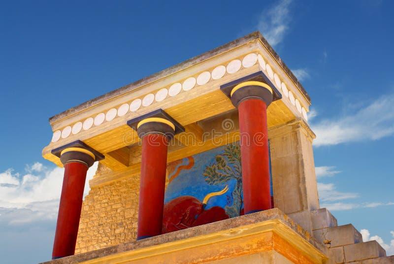 Vista delantera del palacio y de sus columnas, Cret de Knossos imagen de archivo libre de regalías