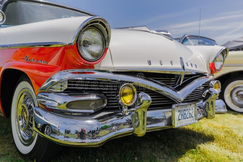 Vista delantera del primer asombroso agradable del coche retro del vintage clásico imagen de archivo