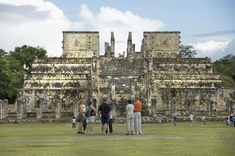Vista delantera del templo de los guerreros fotos de archivo libres de regalías