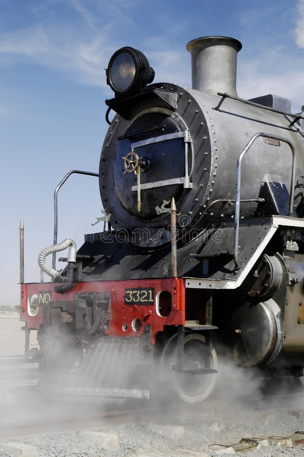 Vista delantera del tren en Swakopmund, Namibia del vapor imagen de archivo