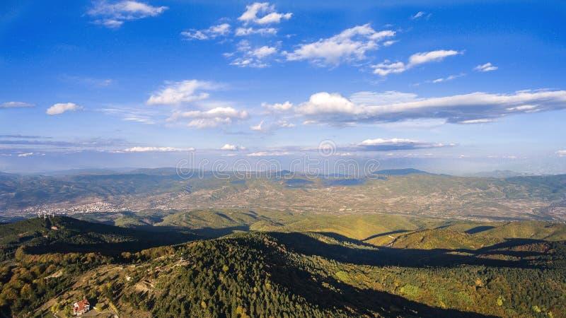 Vista a Delcevo de la montaña de Golak imagenes de archivo
