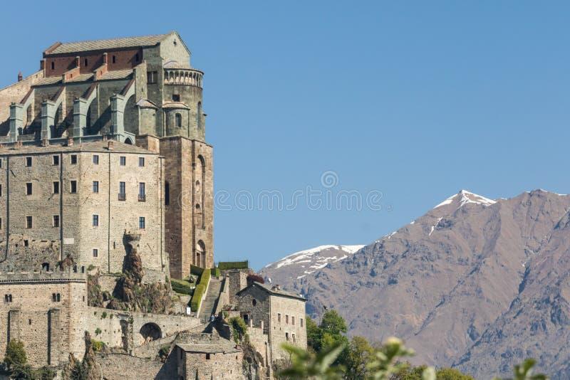 Vista dell'abbazia del ` s di di San Michele Saint Michael dei sacri, relig fotografia stock libera da diritti