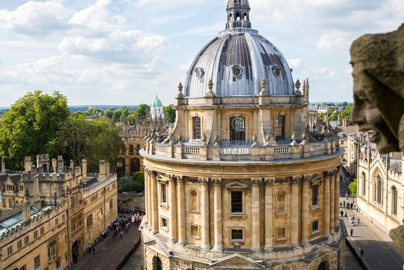 Vista dell'angolo alto della costruzione della macchina fotografica di Radcliffe a Oxford fotografia stock