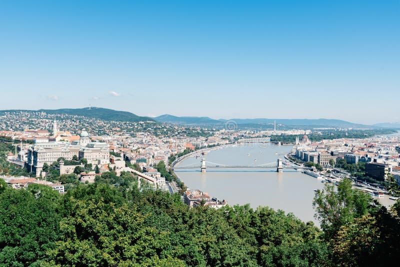 Vista dell'angolo alto di Budapest dalla collina di Gellert immagini stock libere da diritti