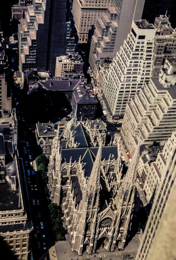 Vista dell'annata 1972 della cattedrale della st Patricks, Manhattan, NYC immagini stock libere da diritti