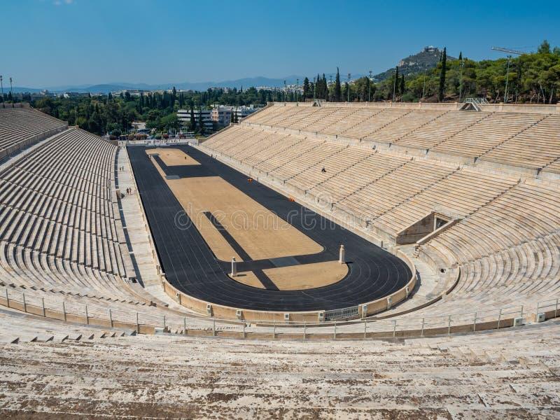 Vista dell'arena ed i supporti dello stadio panatenaico a Atene, Grecia immagine stock