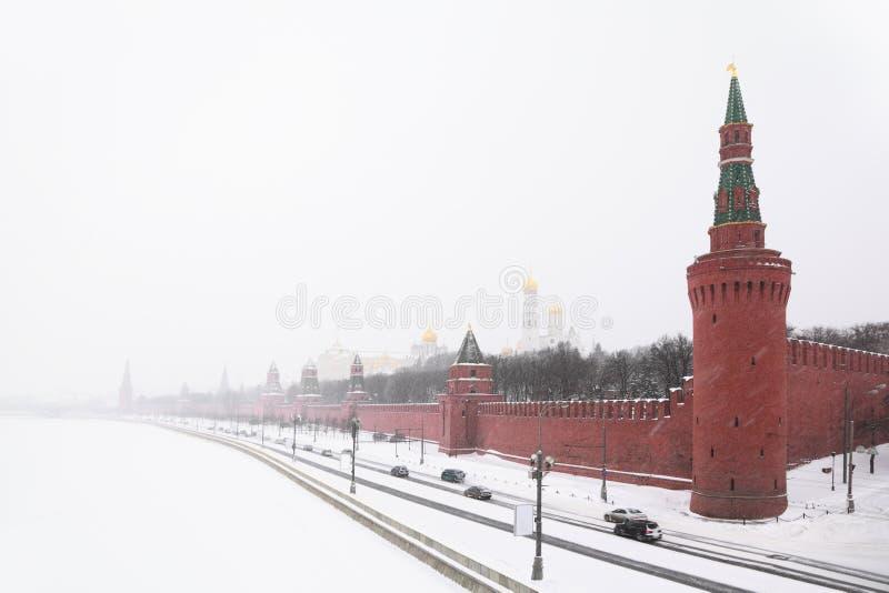 Vista dell'argine e delle cattedrali del Kremlin immagine stock libera da diritti