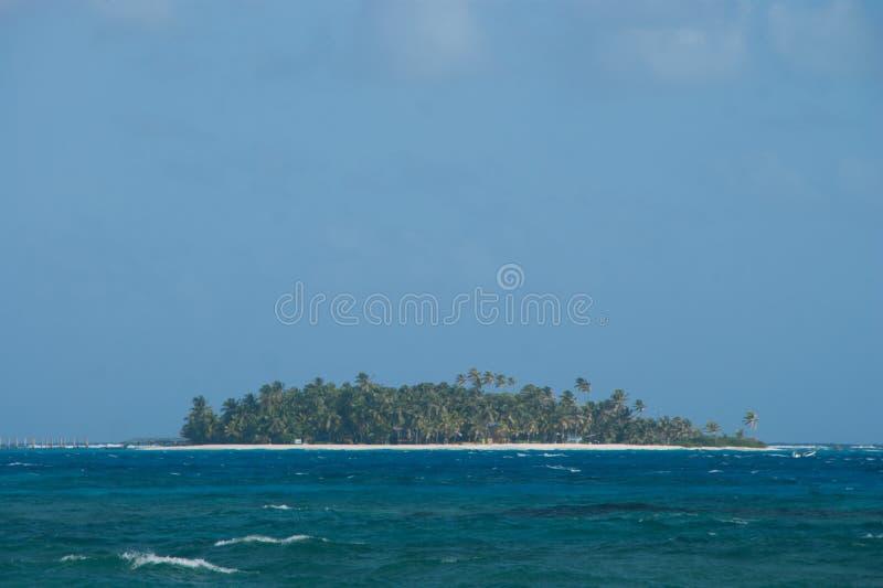 Vista dell'atollo di Johnny Cay da San Andres, Colombia fotografie stock