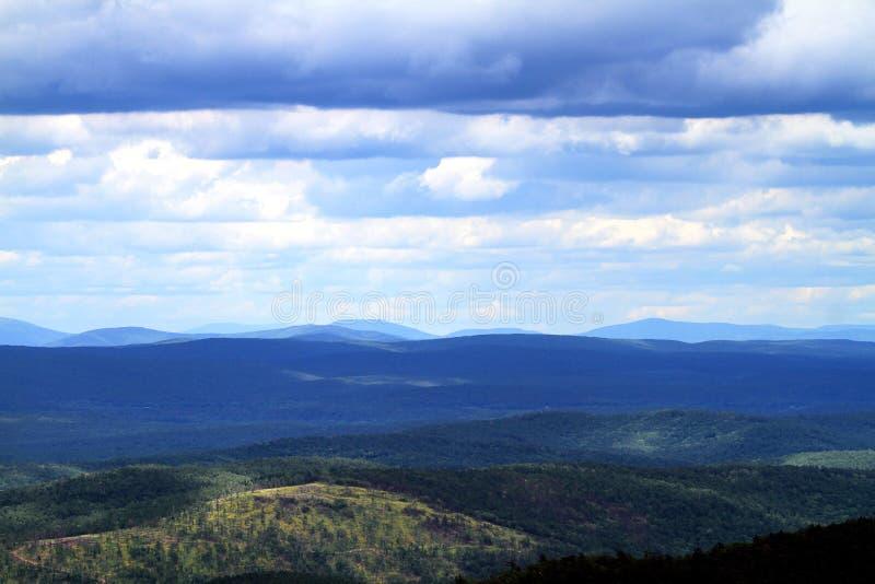 Vista dell'azionamento di Talimena delle montagne di Ouachita fotografia stock libera da diritti