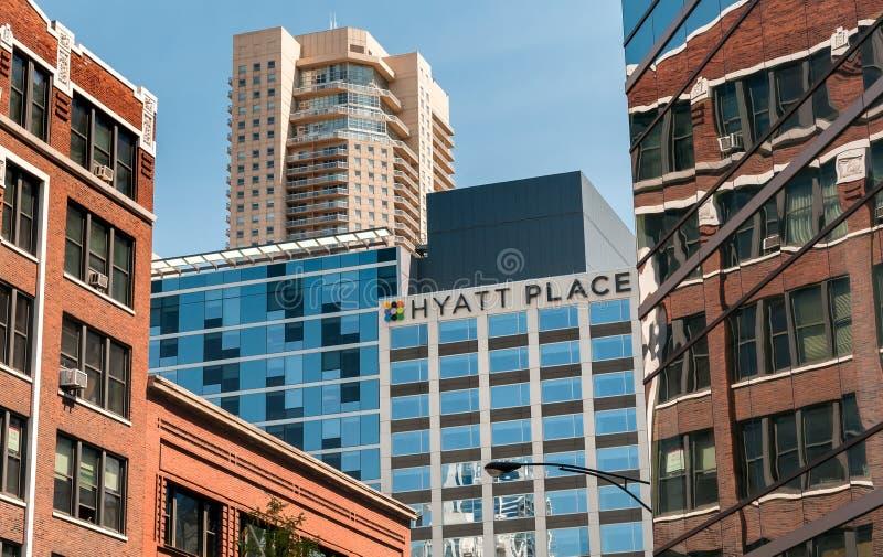 Vista dell'edificio di Wrigley e nella città di Chicago, Illinois, U.S.A. immagini stock libere da diritti