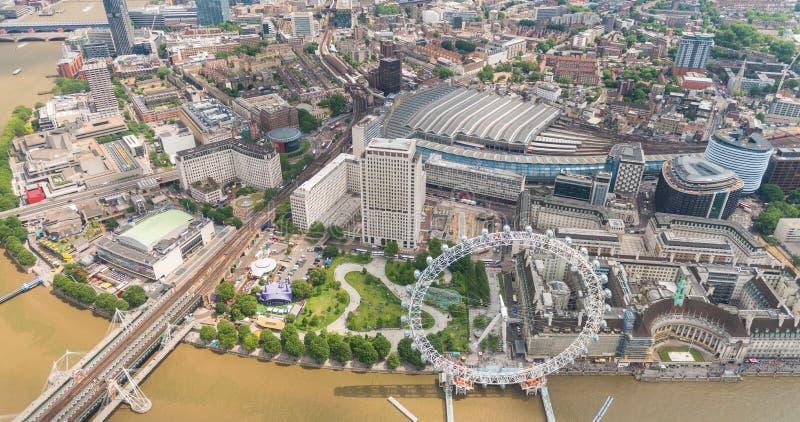 Download Vista Dell'elicottero Di Londra Lungo Il Tamigi Con Il Treno Di Waterloo Immagine Stock Editoriale - Immagine di commercio, vista: 56886254