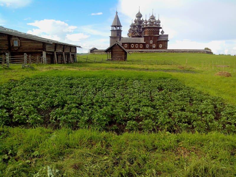 Vista dell'entrata principale dell'isola di Kizhi Pogost Kizhi, lago onega, Carelia, Russia immagini stock