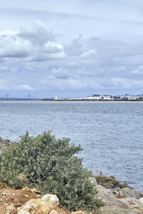 Vista dell'estuario del fiume di Guadiana immagini stock