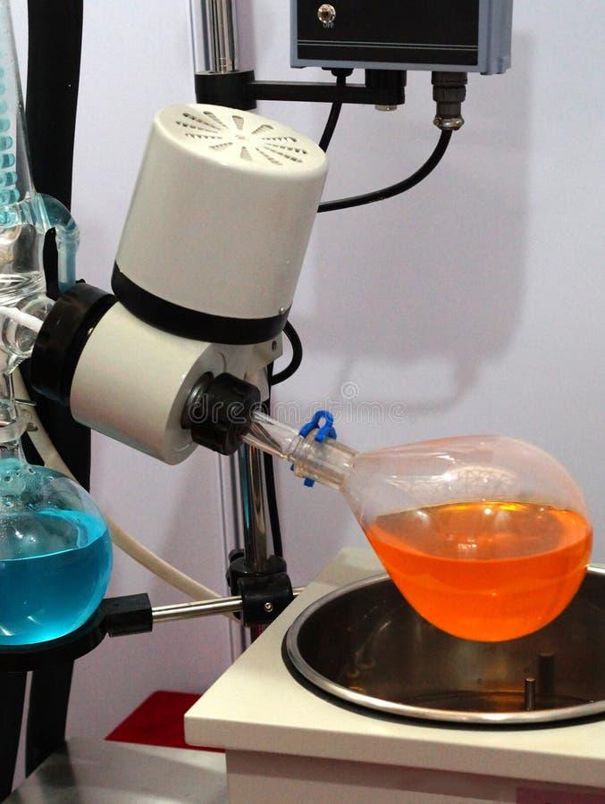 Vista dell'evaporatore rotante nell'industria di pharma o del laboratorio immagine stock