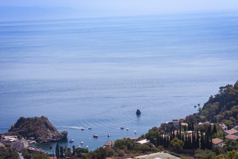 Vista dell'isola Isola Bella da Taormina, Sicilia, Italia immagini stock
