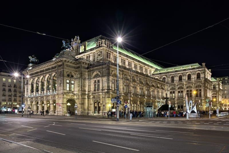Vista dell'opera dello stato di Vienna, Austria di notte fotografia stock