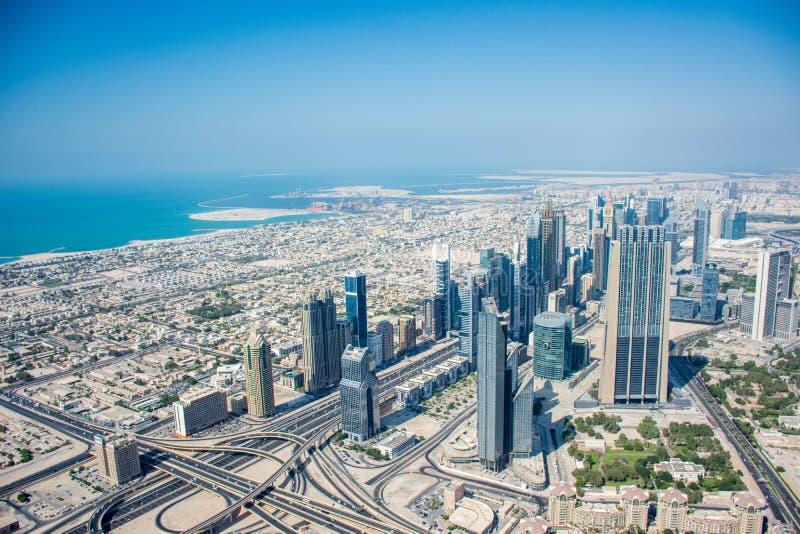 Vista dell'orizzonte del Dubai da Burj Al Khalifa fotografie stock
